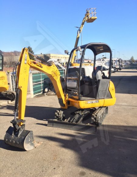 MINI ESCAVATORE JCB 18 q
